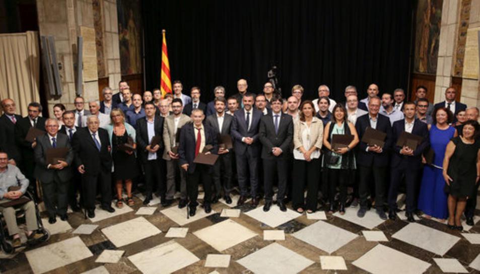 El president de la Generalitat, Carles Puigdemont, durant la dissetena edició dels Premis Nacionals a la Iniciativa Comercial i als Establiments Comercials Centenaris,