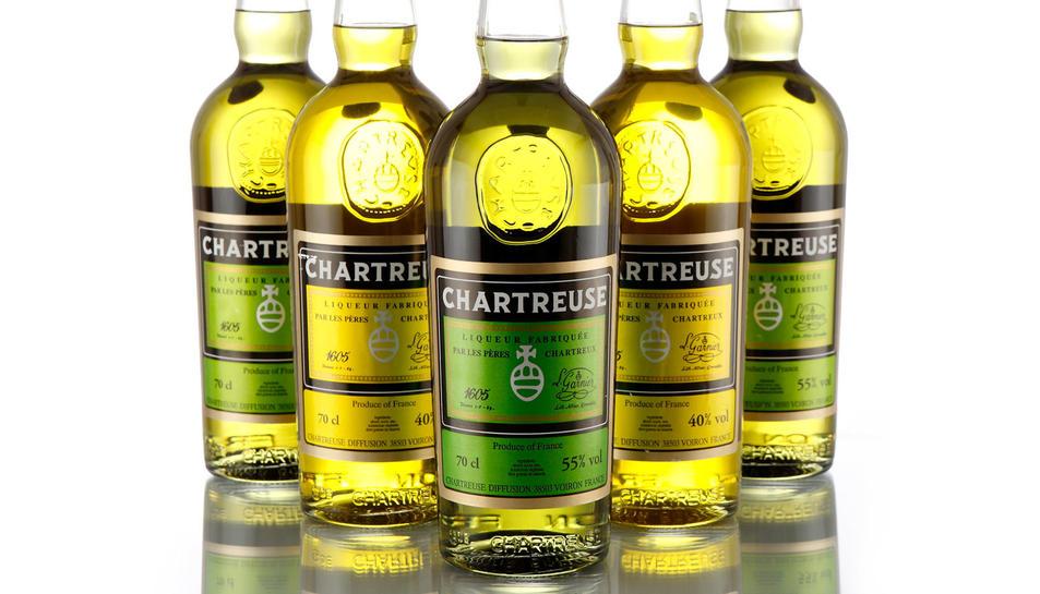 Ampolles tradicionals de Chartreuse groc i verd.