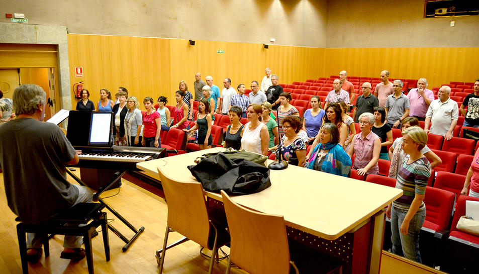La Setmana Cantant és una iniciativa de l'Associació Cor Ciutat de Tarragona. A la imatge, un dels assajos oberts.