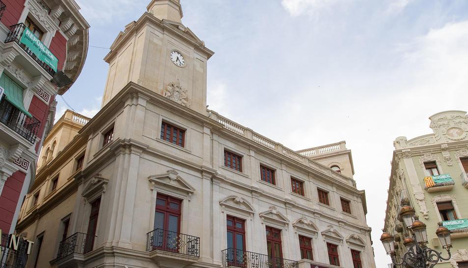 Imatge d'arxiu de la façana de l'Ajuntament de Reus.