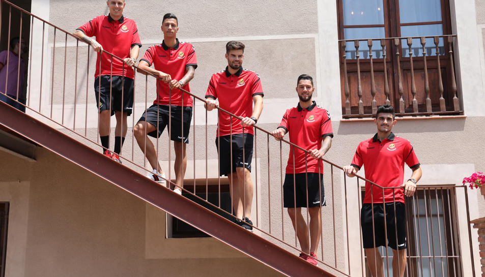 D'esquerra a dreta, Abraham Minero, Maikel Mesa, Carlos Blanco, Tete Morente i Sandro Toscano.