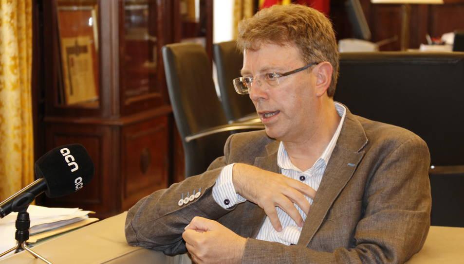 Pla mig de l'alcalde de Tortosa, Ferran Bel, al seu despatx, durant una entrevista amb l'ACN aquest juliol del 2017