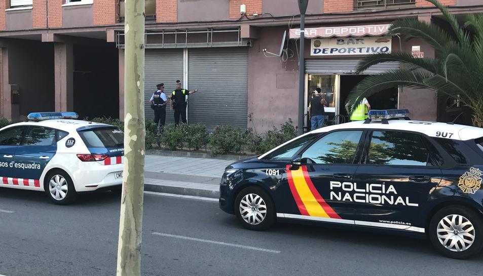 Imatge del dispositiu realitzat per Mossos d'Esquadra, Policia Nacional i Guàrdia Urbana a Campclar ahir dimecres.