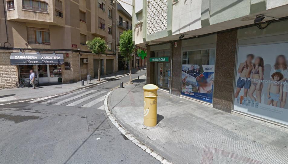 La dona l'han trobada morta a casa seva, al carrer MOdest Gené.