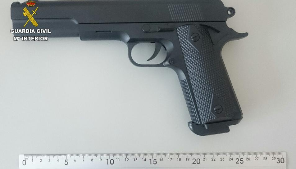 Es van intervenir 269 tiragomes i 2.200 pistoles de joguina amb aparença d'armes reals.