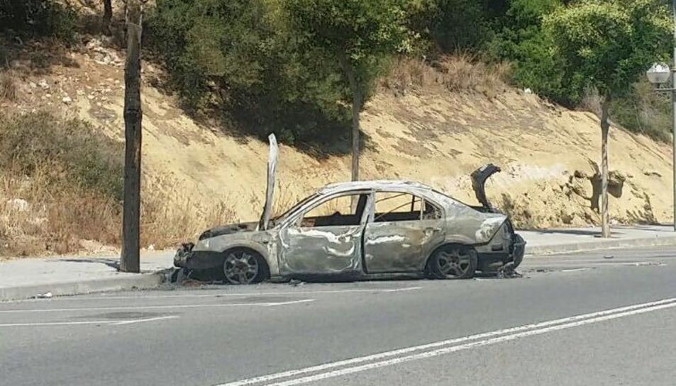 Imatge de l'estat en què va qedar el vehicle després de l'incendi.