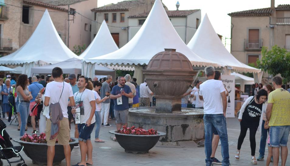La fira ocupa la plaça Major de la vila.
