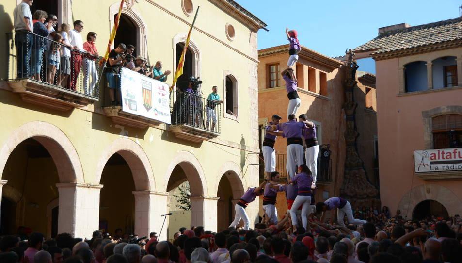 3de7a dels Castellers d'Altafulla a la Diada de les Cultures celebrada a la plaça del Pou.