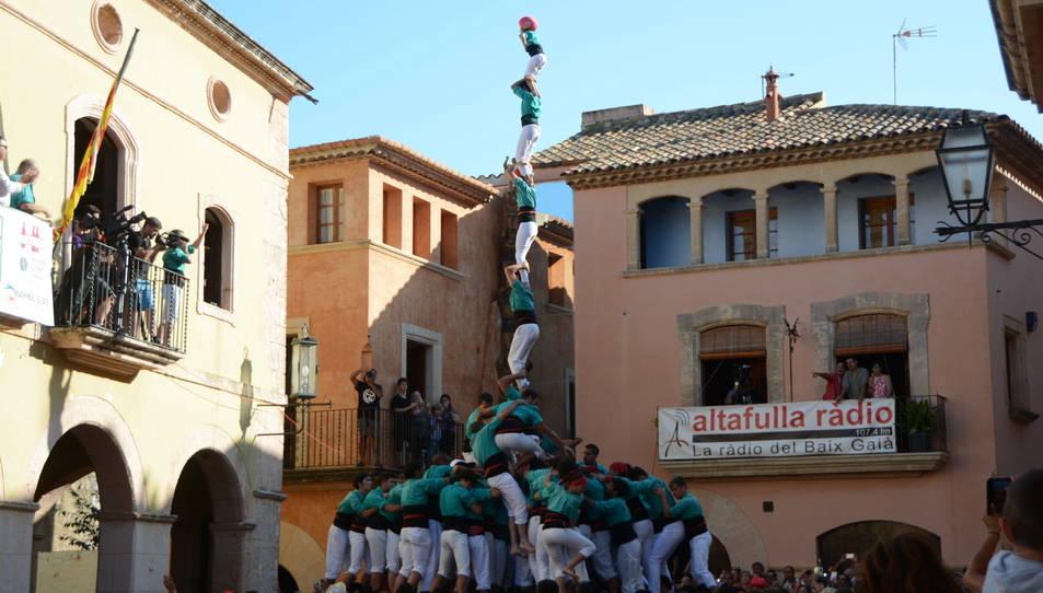 3de9fa dels Castellers de Vilafranca a la Diada de les Cultures celebrada a la plaça del Pou.