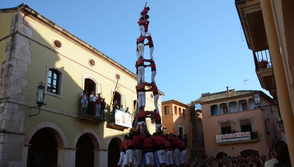 3de9f de la Colla Vella dels Xiquets de Valls a la Diada de les Cultures celebrada a la plaça del Pou.