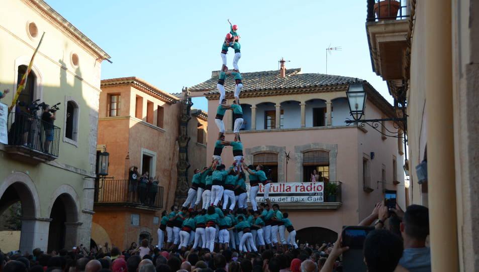 2defm dels Castellers de Vilafranca a la Diada de les Cultures celebrada a la plaça del Pou.