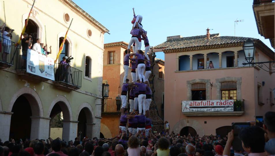 5de7 dels Castellers d'Altafulla a la Diada de les Cultures celebrada a la plaça del Pou.
