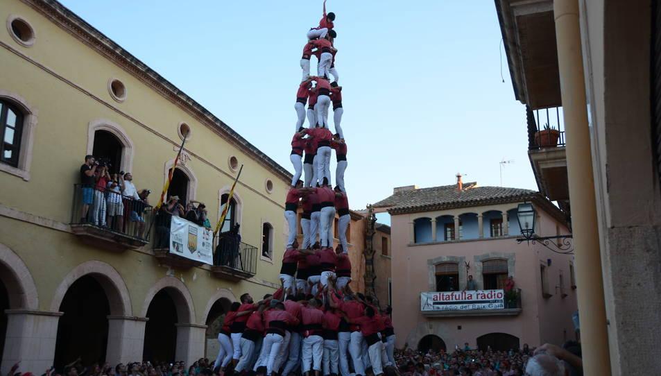 5de9f de la Colla Vella dels Xiquets de Valls a la Diada de les Cultures celebrada a la plaça del Pou.