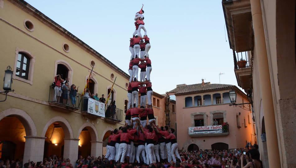 4de9f de la Colla Vella dels Xiquets de Valls a la Diada de les Cultures celebrada a la plaça del Pou.