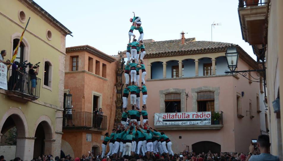 4de9f dels Castellers de Vilafranca a la Diada de les Cultures celebrada a la plaça del Pou.