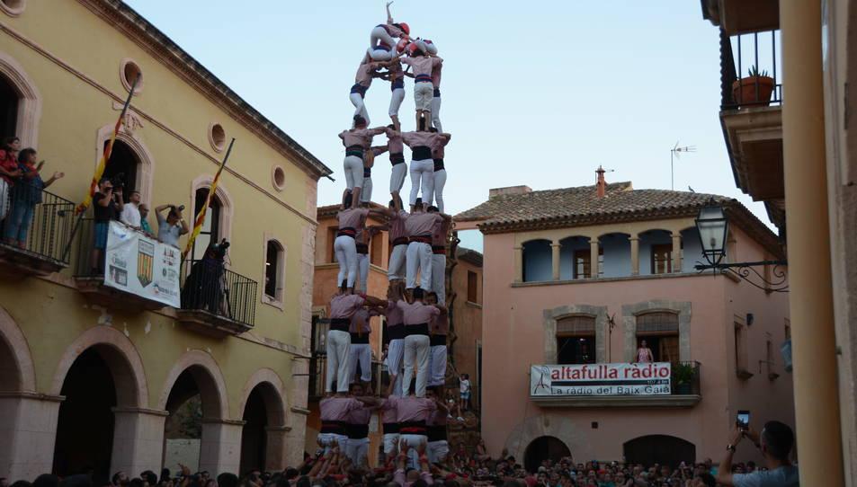 5de8 dels Xiquets de Tarragona a la Diada de les Cultures celebrada a la plaça del Pou.