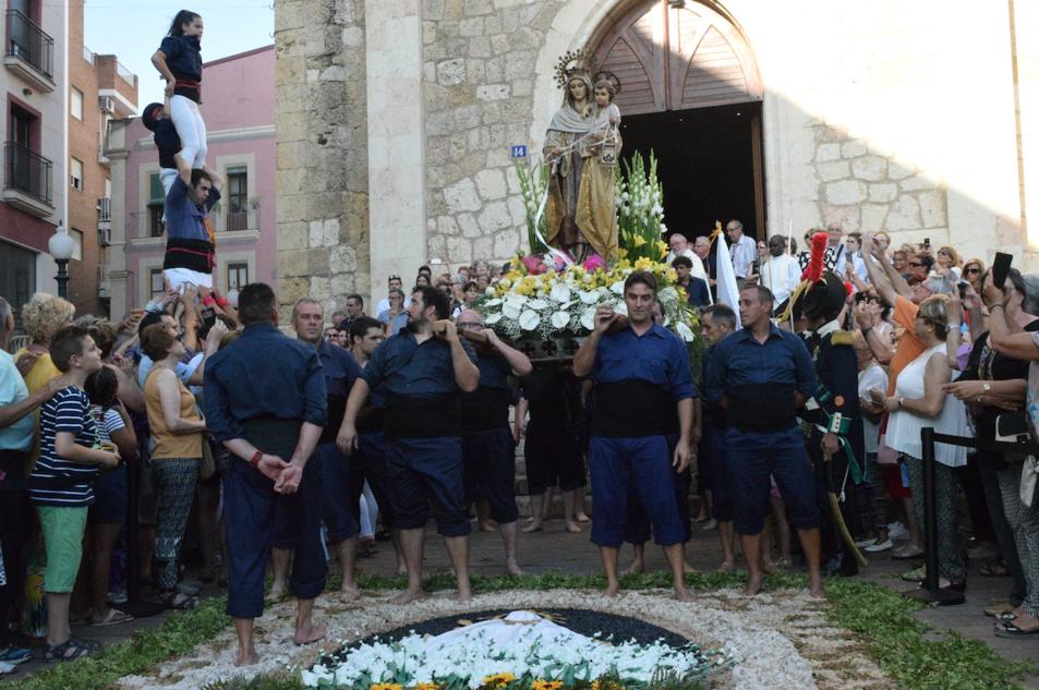 Una bella estampa marinera de la processó que el barri del Serrallo va dedicar a la Mare de Déu del Carme