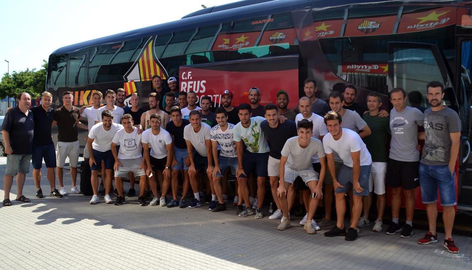 Els jugadors, abans de pujar a l'autobús.