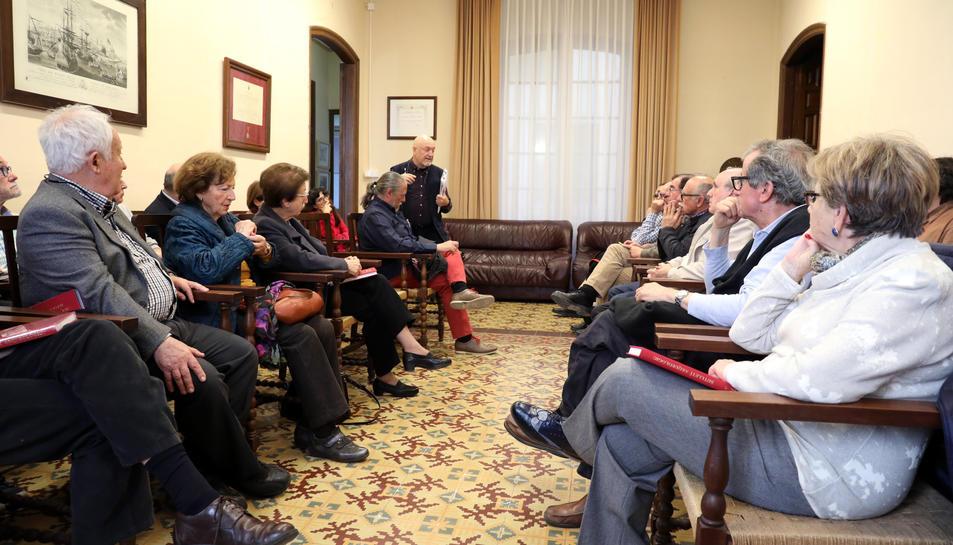 Participants en un col·loqui celebrat a la seu de l'Arqueològica a l'abril per debatre sobre el Teatre.
