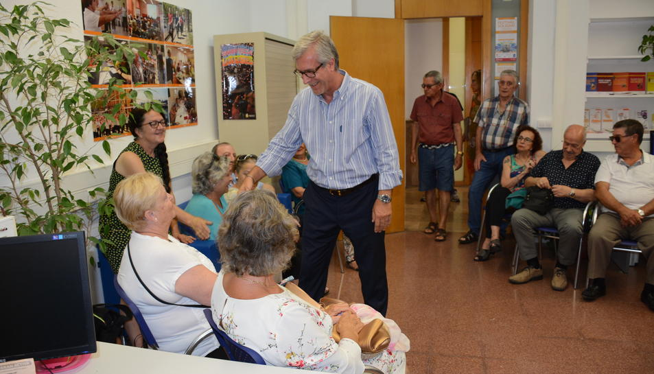L'alcalde de Tarragona, Josep Fèlix Ballesteros, a la inauguració de la Oficina d'Informació per a la Gent Gran.
