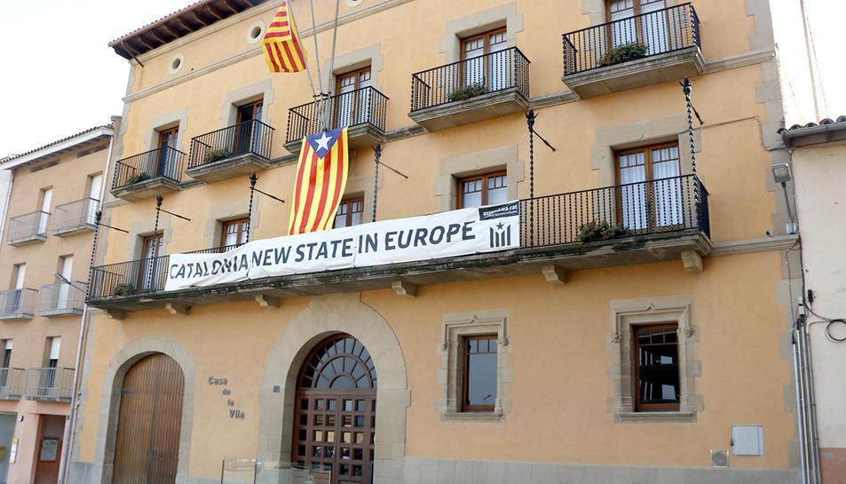 Façana de l'Ajuntament de Tona, a la comarca d'Osona
