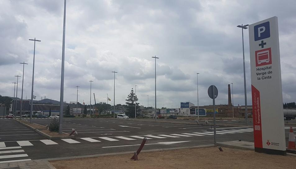 El nou aparcament de la plaça del Bimil·lenari de Tortosa s'ha estrenat aquest 20 de juliol del 2017. Pla general