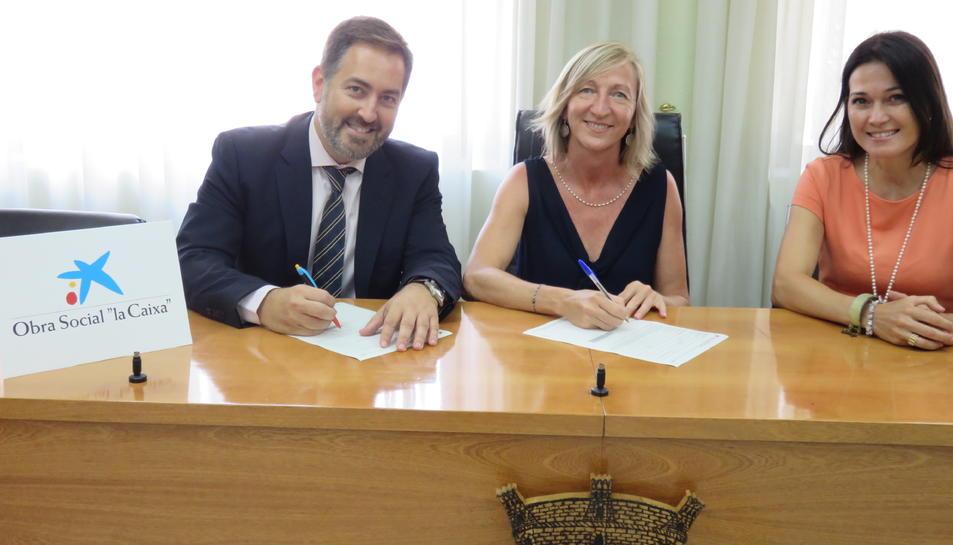 Imatge de l'acte de signatura.