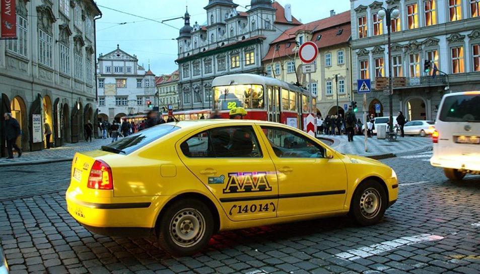 Imatge d'un taxi de la ciutat de Praga.