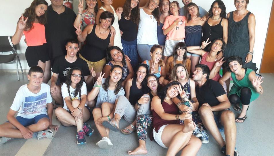 Fotografia del grup dels participants del Curs de Monitors de Lleure realitzat a Cunit.