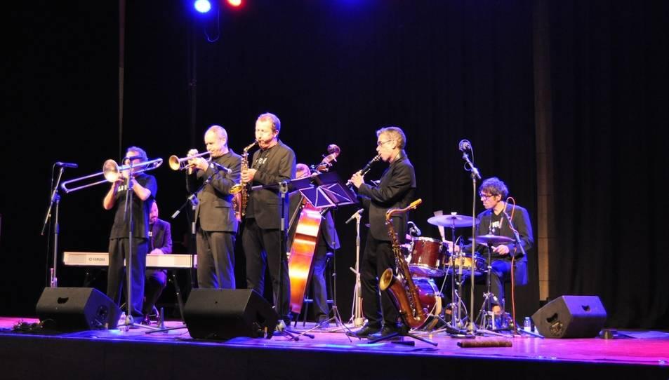La Vella Dixieland durant el seu concert a Ascó.