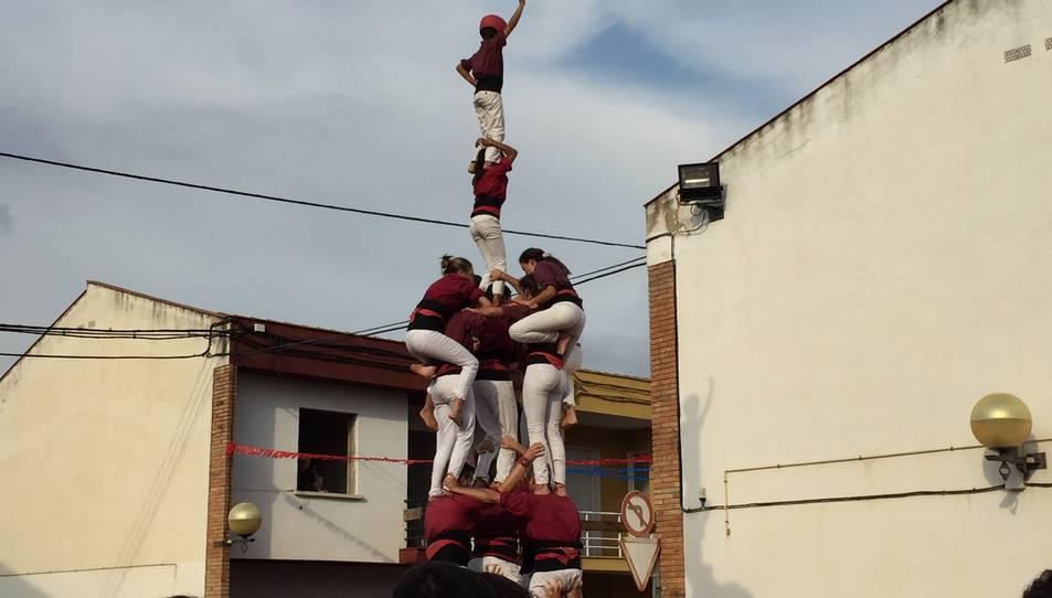4de7p de la Colla Jove de Castellers de Sitges a la diada de les Vivendes de la Colla Vella.