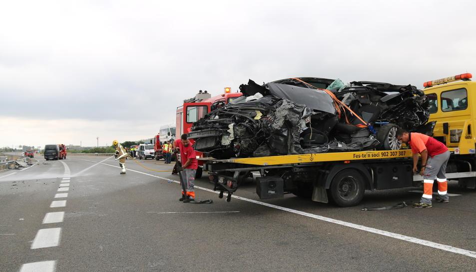 Pla obert del turisme implicat en l'accident mortal a la C-14 a Alcover. Imatge del 23 de juliol del 2017