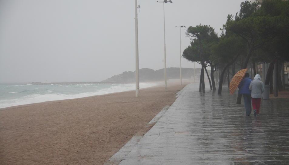 Els forts ruixats poden afectar la zona litoral.