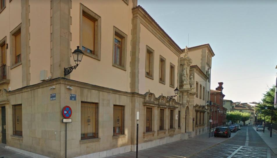 La Secció Tercera de l'Audiència Provincial de Lleó considera a l'acusat culpable d'un delicte continuat d'agressió sexual, per accés carnal i via vaginal.