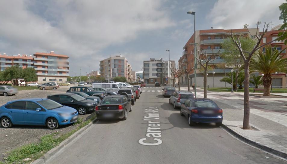 El turisme s'ha incendiat al carrer Vint-i-sis de Bonavista.