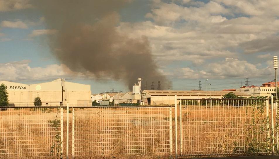 La columna de fum que ha provocat l'incendi des de Bonavista.