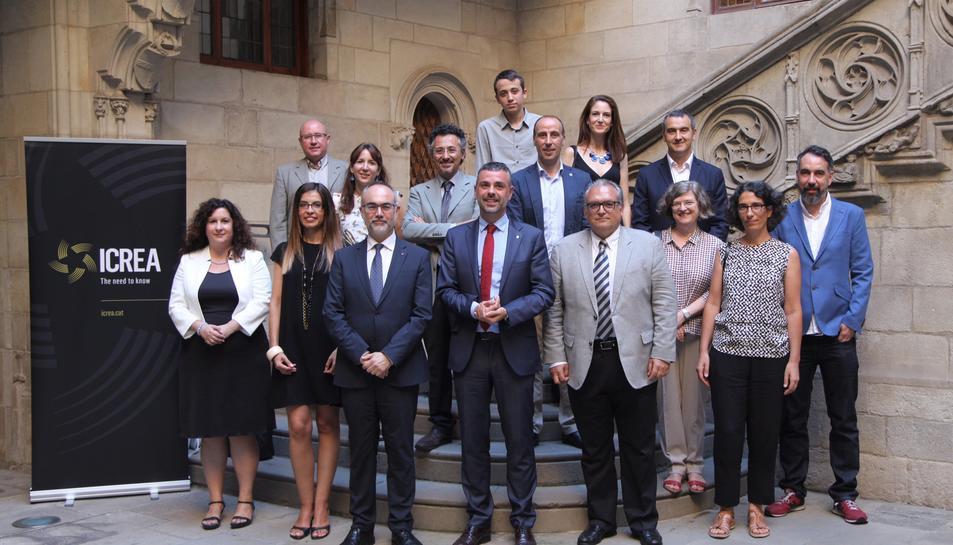 Fotografia de família dels guardonats en el premi ICREA Acadèmia d'enguany.