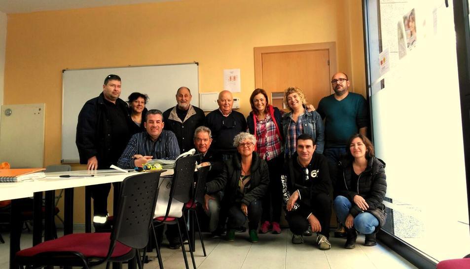 Imatge d'arxiu dels membres de la Xarxa Vendrellenca en una reunió amb la exregidora del Vendrell, Eva Mata.
