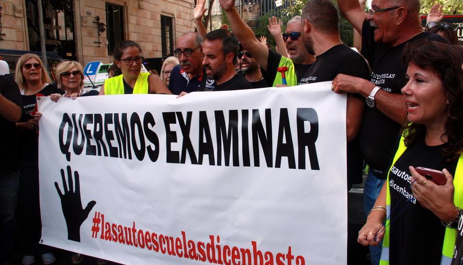 Imatge d'arxiu d'una de les reivindicacions de les autoescoles a Barcelona.