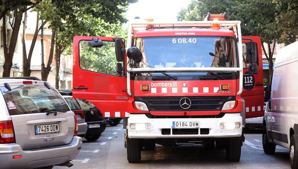 Un dels camions de bombers que s'han desplaçat al lloc dels fets.