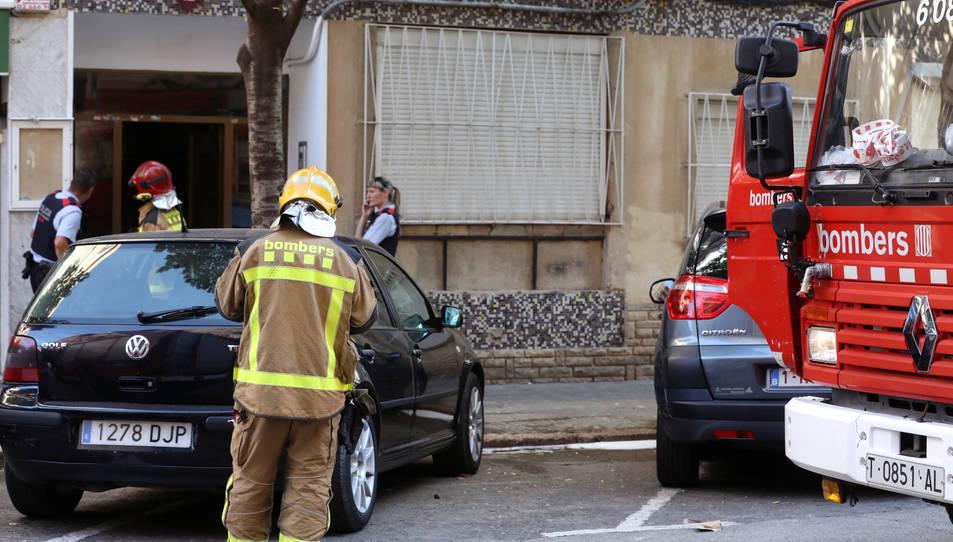 Tres dotacions dels bombers s'han desplaçat fins al lloc dels fets per apagar les flames.