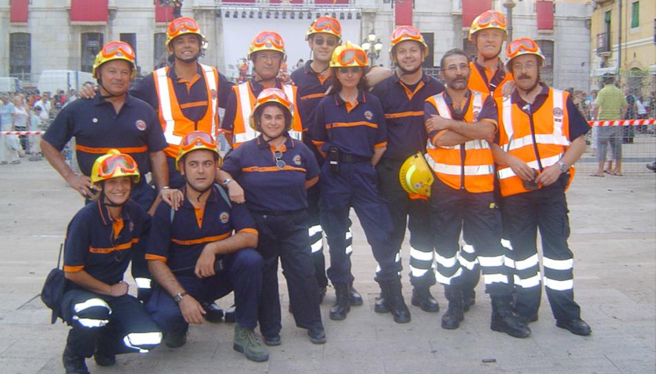 Imatge d'arxiu de diversos voluntaris del cos a la plaça de la Font.