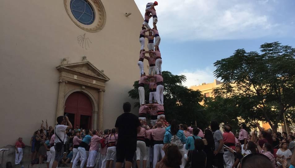 3de8 dels Xiquets de Tarragona a la diada de festa major a la plaça de l'Església de Vila-seca.