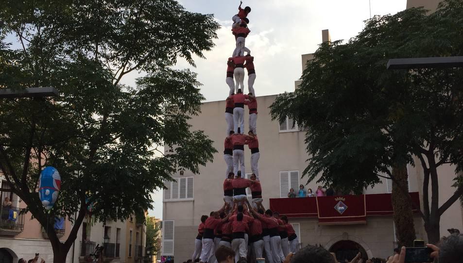 3de9f de la Colla Vella de Valls a la diada de festa major a la plaça de l'Església de Vila-seca.