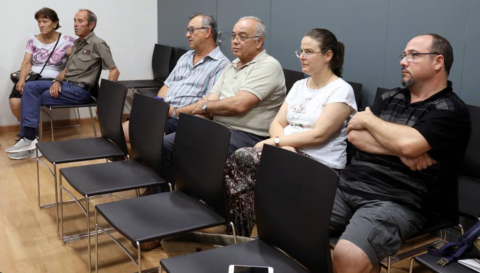 Alguns dels afectats per la fallida de l'entitat va acudir com a públic al plenari de l'Ajuntament de la Canonja dijous passat.