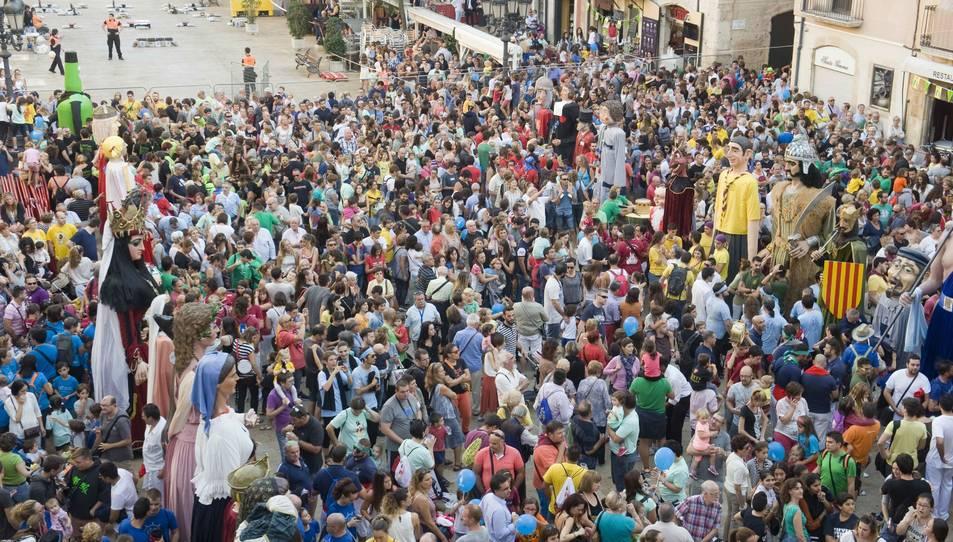 Imatge de la Tronada de l'any passat a la plaça de la Font, que enguany només acollirà els actes tradicionals i la revetlla del dia 22.