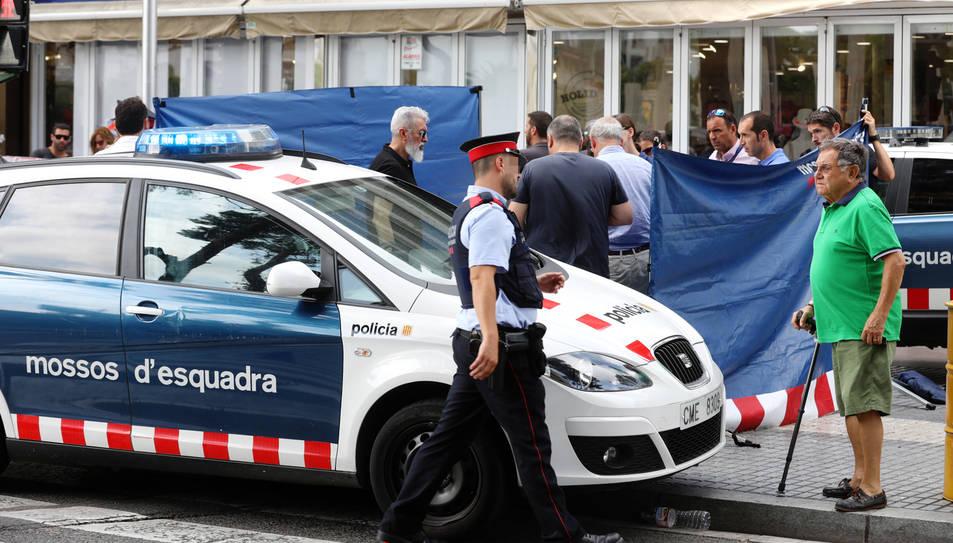 Un home mor en una baralla al carrer Carles Buïgas