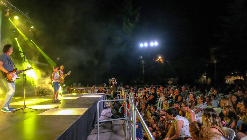 Fins a 40 actuacions de veïns del municipi van animar la nit.