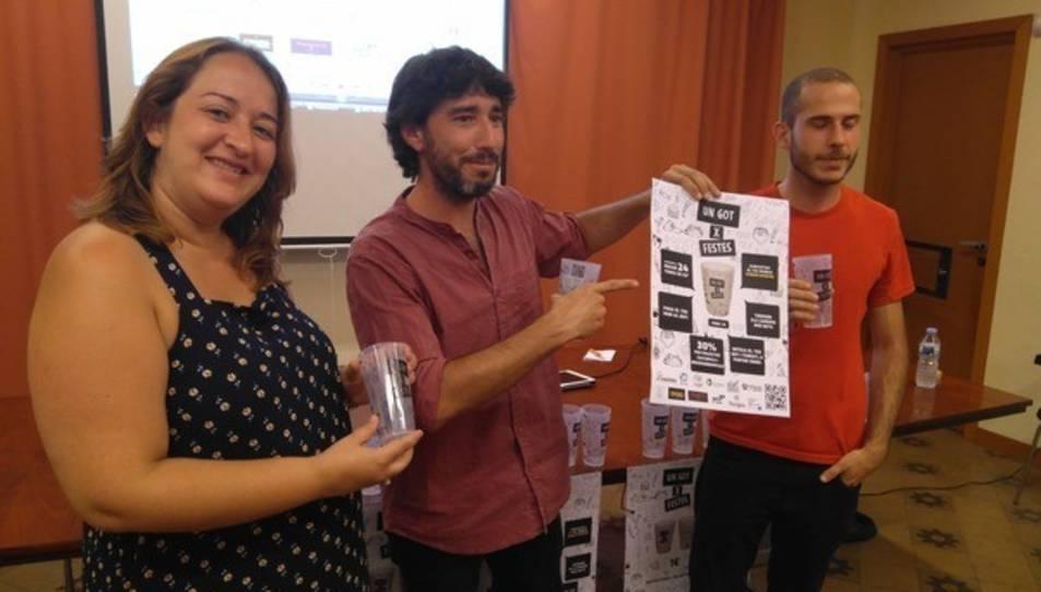 Els membres de la Cooperativa Combinats juntament amb Ivana Martínez, regidora de Neteja.
