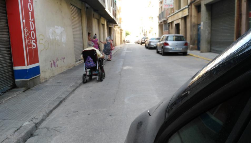 Caminar per la zona resulta especialment difícil a la gent gran.
